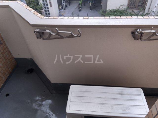 メゾン・ド・エピック 203号室のバルコニー