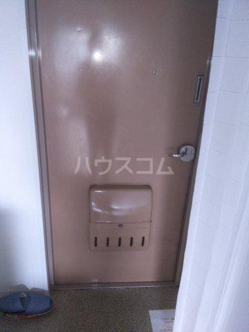 メゾン・ド・エピック 203号室の玄関
