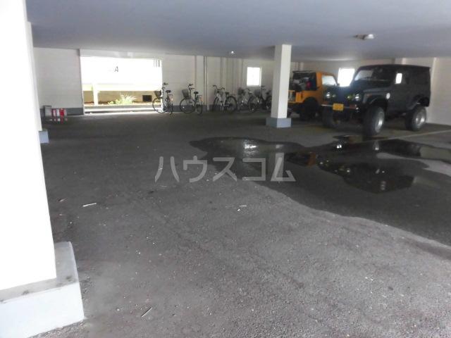 ラベンダータウン B棟 3-H号室の駐車場