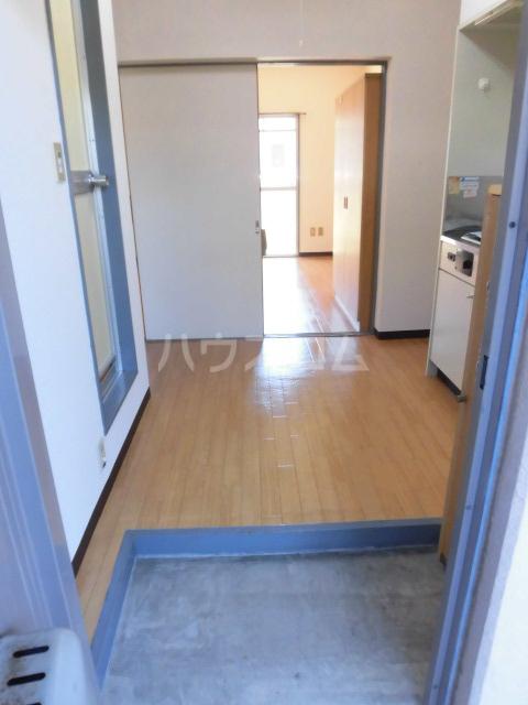 ブルースカイ 103号室の玄関