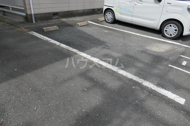 エスコートG 202号室の駐車場
