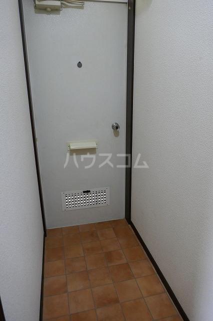 エスコートG 202号室の玄関