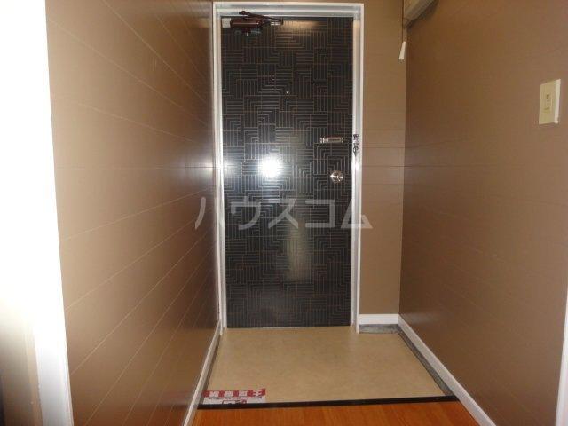 グランドコーポラス 305号室の玄関