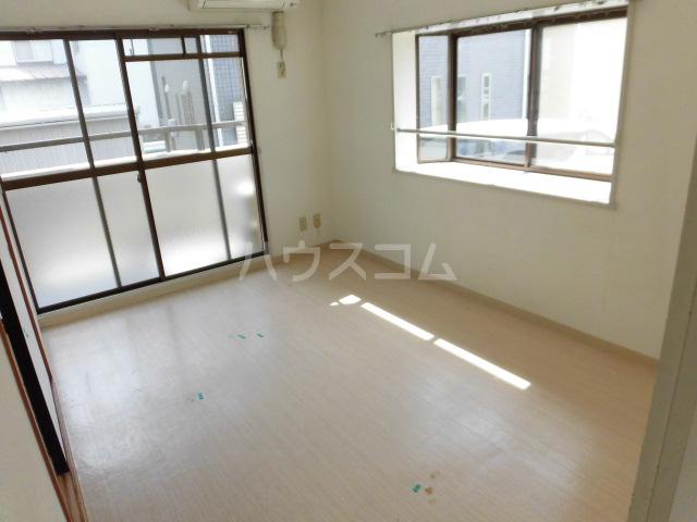 サンパレス 105号室の居室