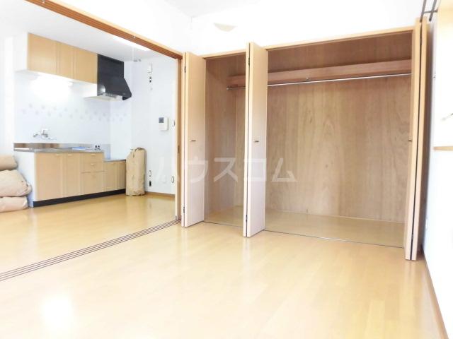 グロワール 301号室の居室