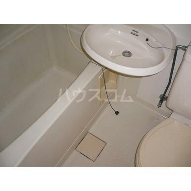 シャトレA 202号室の洗面所