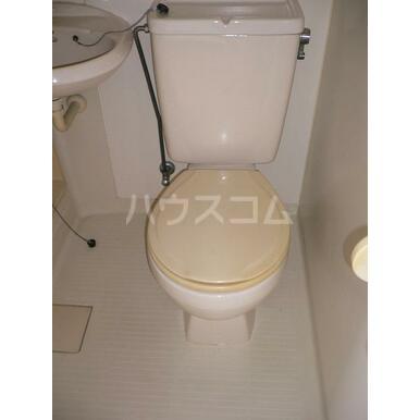 シャトレA 202号室のトイレ