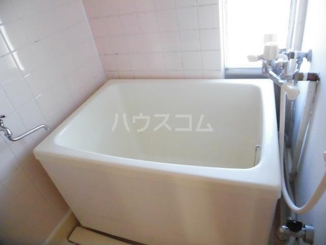 コートビラ 303号室の風呂
