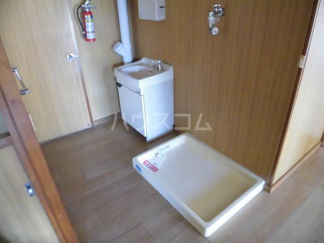 コートビラ 303号室の洗面所