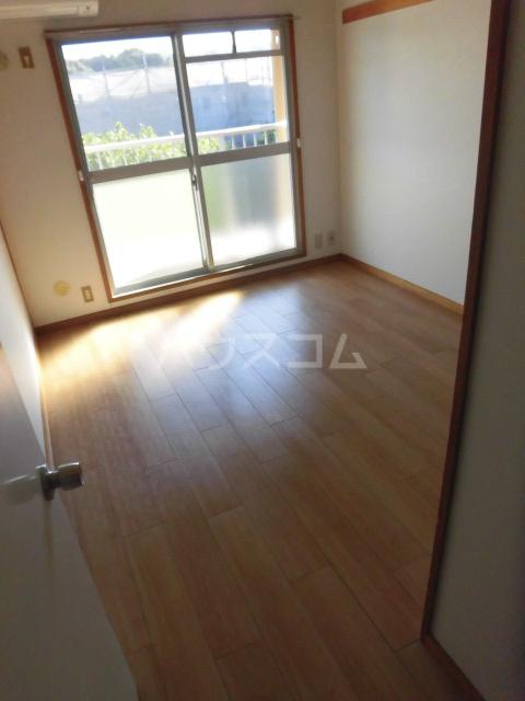 コートビラ 303号室のベッドルーム