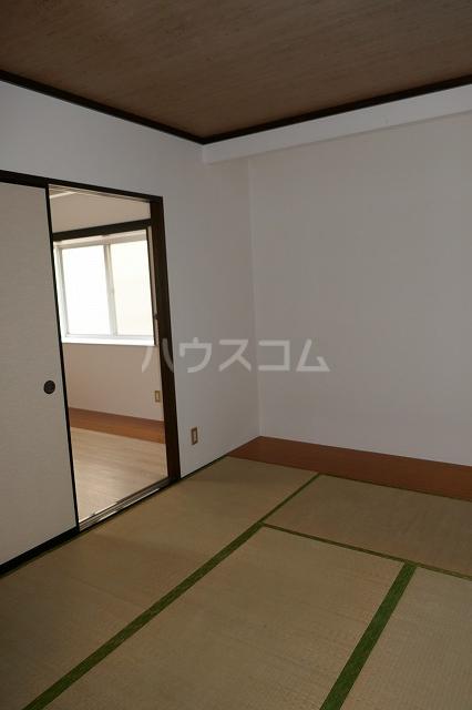 フォーブルシュフィールA 201号室の居室