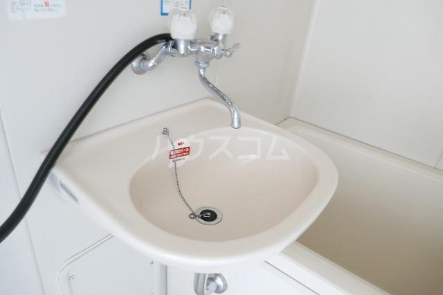 フォーブルシュフィールB 205号室の洗面所