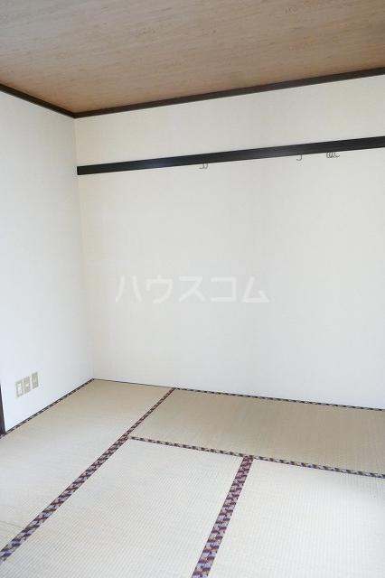 フォーブルシュフィールB 205号室の居室