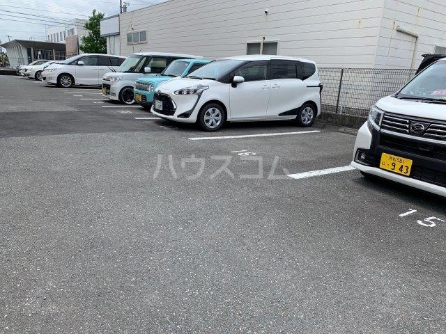 アドラシオン 203号室の駐車場