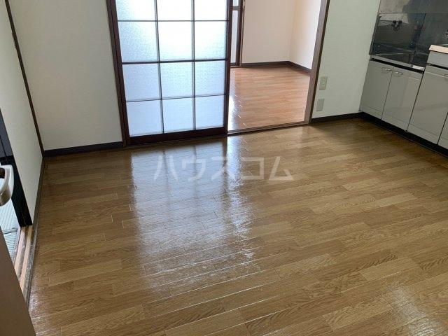 アドラシオン 203号室の玄関