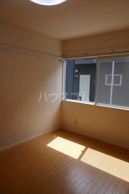 ミュゲー二番館 107号室のリビング