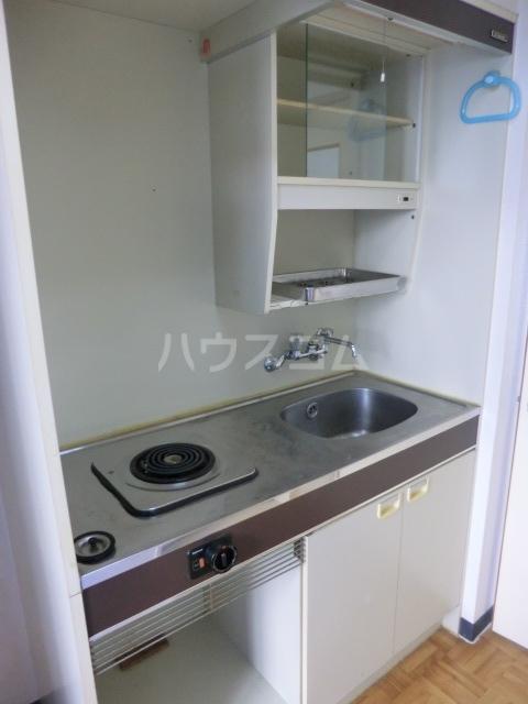 ハイツフリーダムⅠ 121号室のキッチン