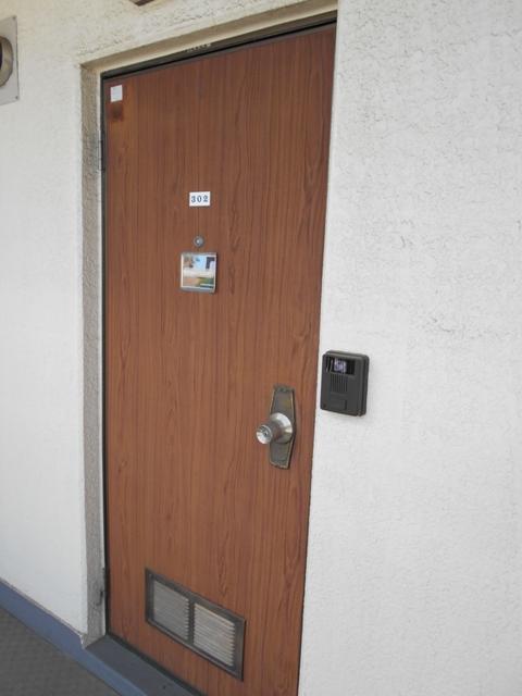 今氏ビル 201号室の玄関