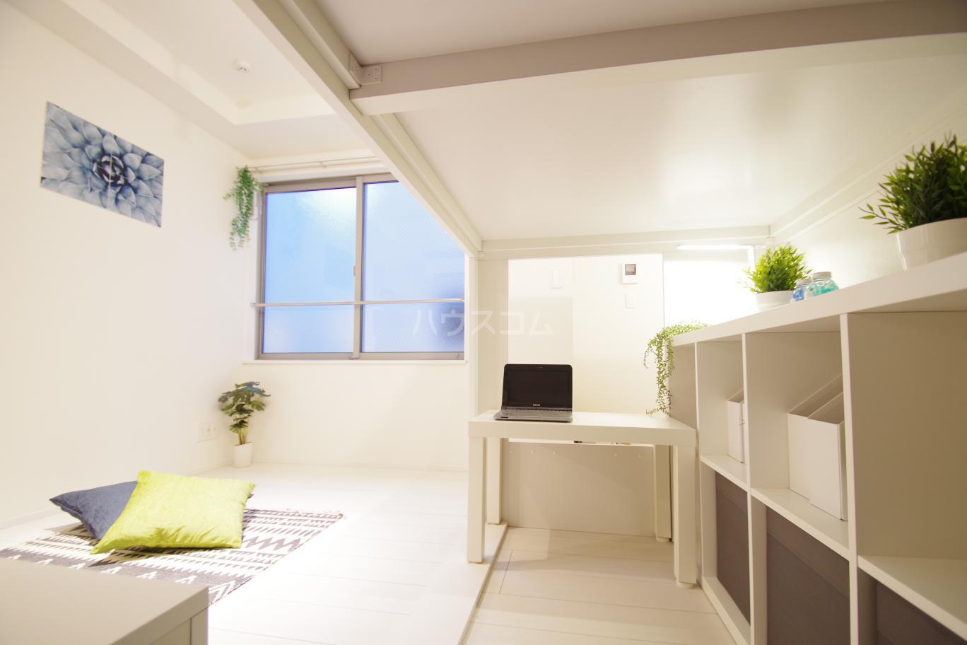 ヒルサイドレジデンス 1-A号室の居室