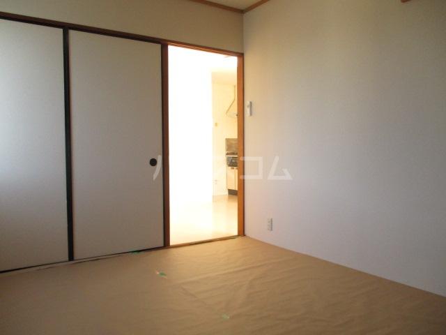 グランディール 壱番館 203号室のリビング