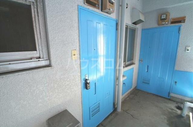 グリーンコーポラス 302号室の玄関