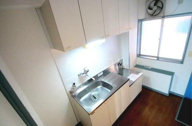 グリーンコーポラス 302号室のキッチン