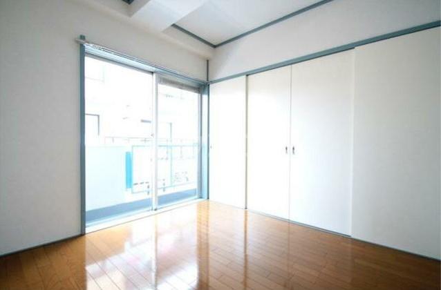 グリーンコーポラス 302号室の居室