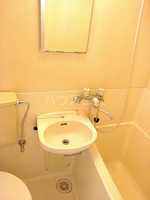目白ガーデン 204号室の洗面所