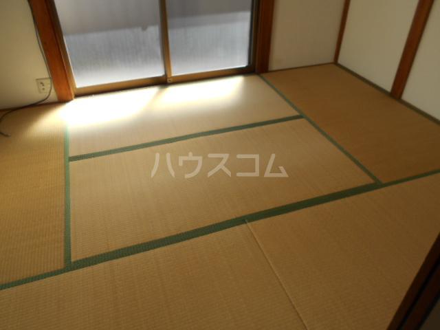 コーポ高橋 201号室の居室