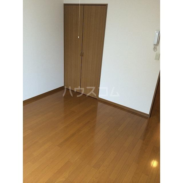 アムール小松 201号室のリビング