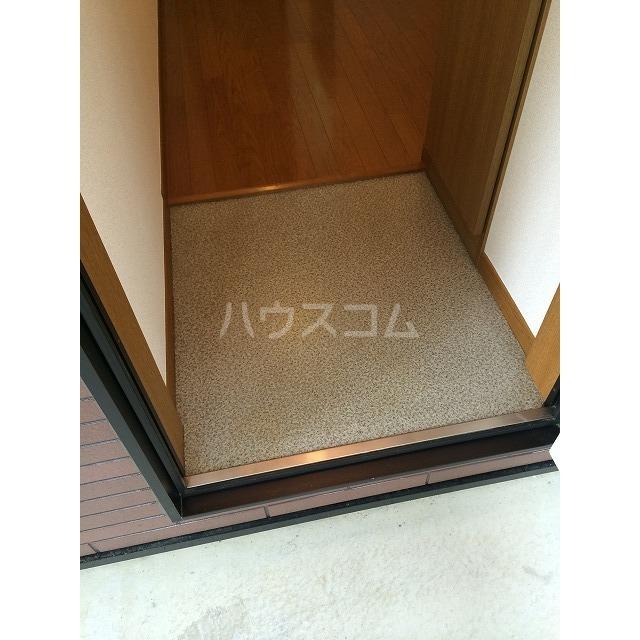 アムール小松 201号室の玄関
