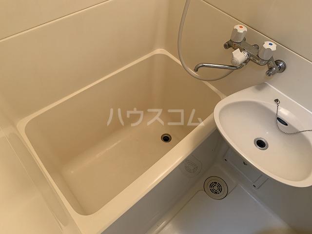 ジョイフル池袋要町 107号室の風呂