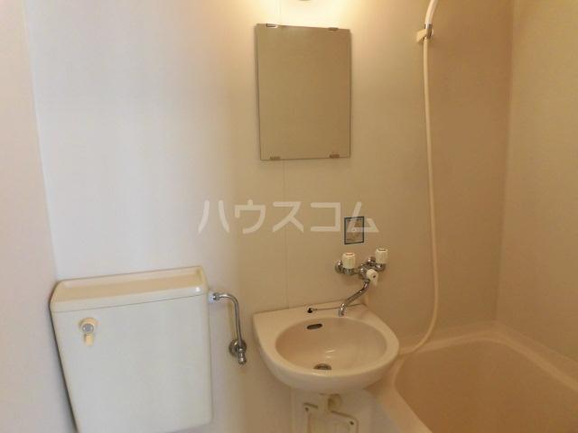 ラフィネ八王子 202号室の洗面所