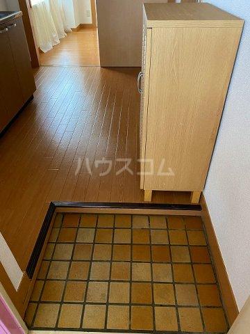 小梅マンション 203号室の玄関