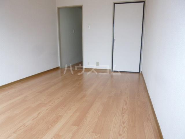サンハイツ鶴沢 202号室のベッドルーム