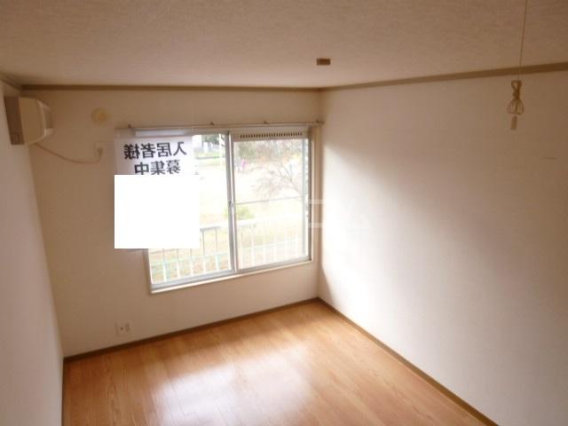 サンハイツ鶴沢 202号室のリビング