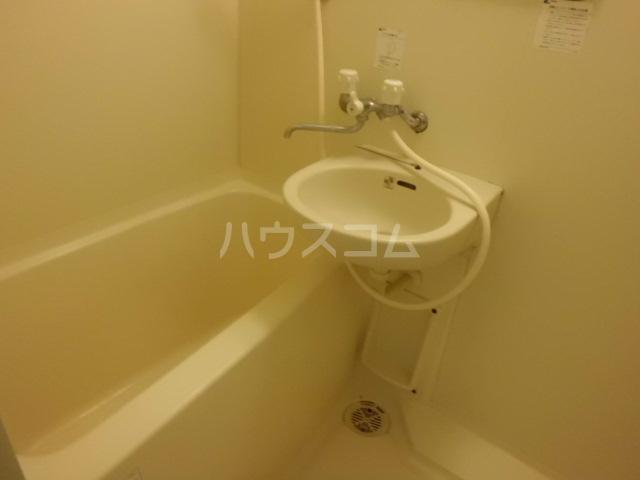 和助ビル 302号室の風呂