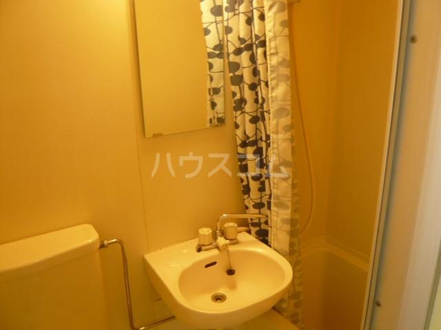 メゾンフジ 201号室の洗面所