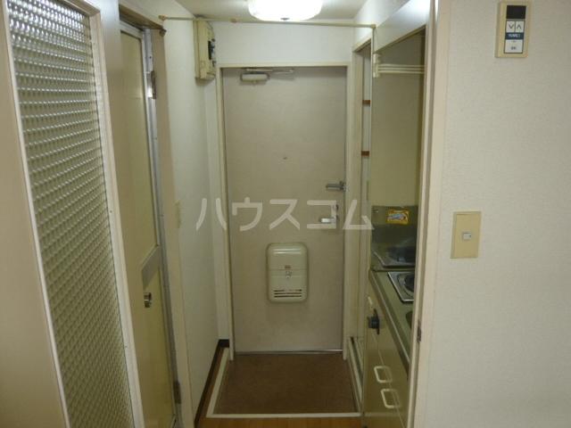 メゾンフジ 201号室の玄関