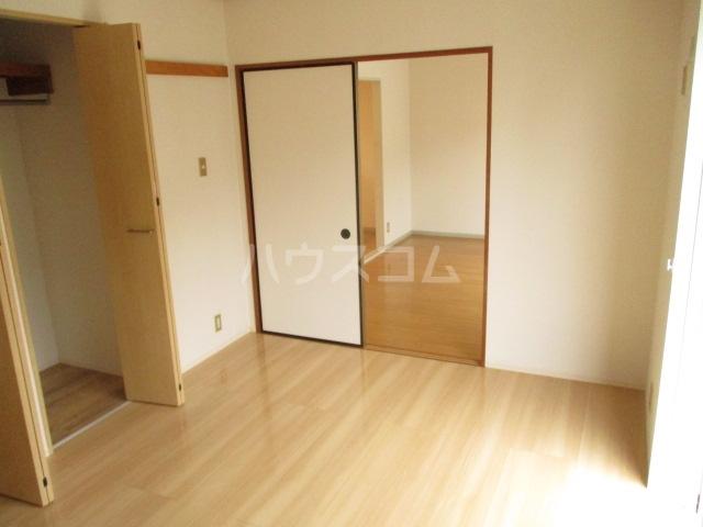 ラヴェニュ D 202号室のリビング