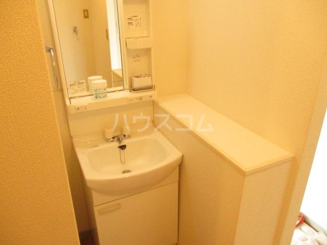 ラヴェニュ D 202号室の洗面所