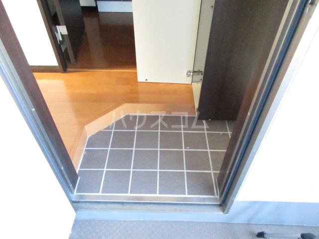 プライディア幕張 102号室の玄関