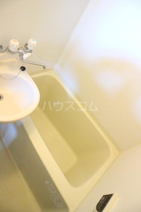 リバーウインド 102号室の風呂