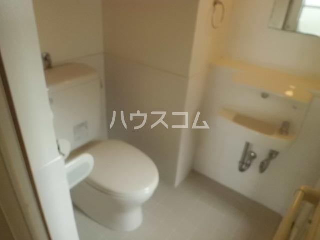 オギハイツ F-1号室のトイレ