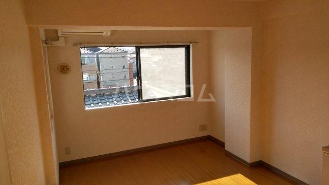 イーストテラス 302号室の居室