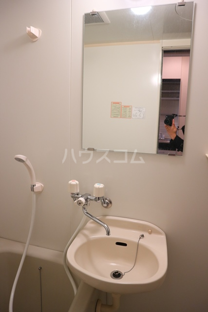 レグルス 201号室の洗面所