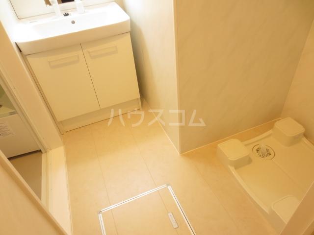 コーポスカイG 106号室の洗面所