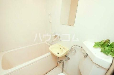 エランドール 301号室の洗面所
