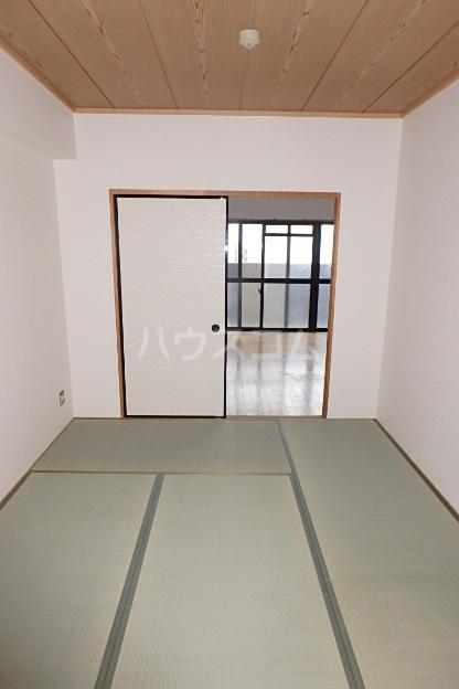 ロジェ・エスト 201号室の居室