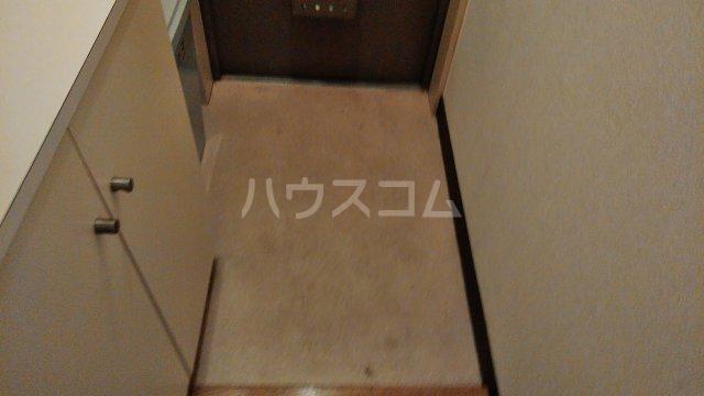 メゾン多摩 403号室の玄関
